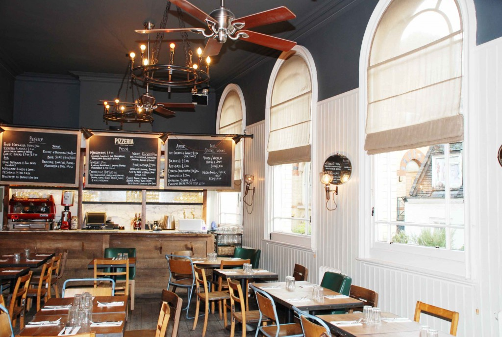 Jamies restaurant in the middle of Cambridge chose Hunter Salinas ceiling fans to create this 1930's schoolroom look.