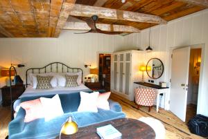 Soho Farmhouse Zephyr Ceiling Fan3