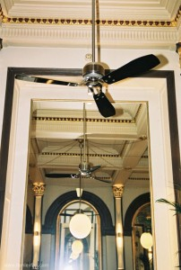 475_Hunter_ceiling_fan_tribeca_black_restaurant